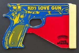 kiss-love-gun-toy-closed